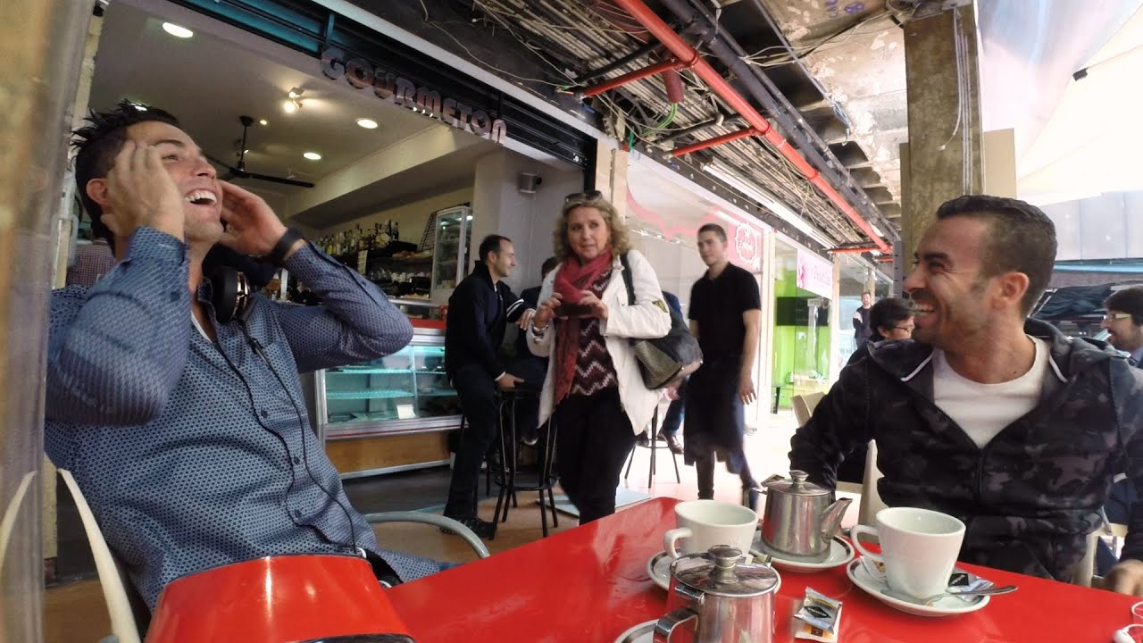 Ini Yang Terjadi Ketika Bintang Sepakbola Cristian Ronaldo Sedang Bersantai Di Cafe 1